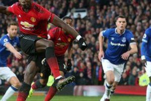 Lấy đà đá penalty chậm hơn Usain Bolt chạy 100m, Pogba bị 'nắn gân'