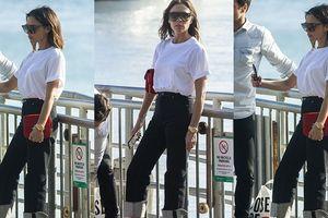 Khó hiểu như vợ yêu của Beckham: Đi biển cũng mang giày cao gót!