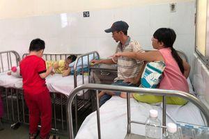 Vụ ngộ độc thực phẩm tại quận Tân Phú: 'Nhận định ban đầu, nguy cơ tập trung vào món chà bông gà'