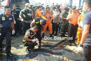 Trục vớt 6 thi thể đầu tiên vụ máy bay rơi ở Indonesia