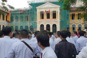 Hàng trăm tài xế Vinasun kéo đến TAND TPHCM theo dõi vụ kiện Grab