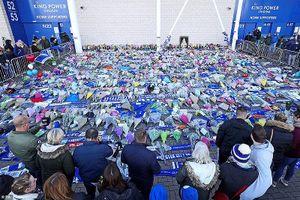 Hàng nghìn CĐV đến King Power cầu nguyện cho tỷ phú Vichai tử nạn vụ máy bay rơi
