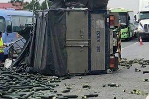 Cao tốc Nội Bài – Lào Cai tắc 20 km sau vụ xe tải đâm xe khách