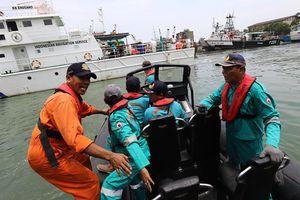 Trục vớt được 6 thi thể nạn nhân vụ máy bay rơi tại Indonesia