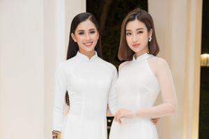 Lần đầu tiên Đỗ Mỹ Linh và Tiểu Vy đọ sắc với áo dài trắng, fan 'cân đo' mãi vẫn không biết ai đẹp hơn ai!