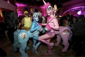 Halloween - Tiền thân của ngày hội Pride đầy màu sắc