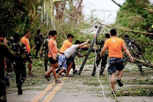 Philippines nâng mức cảnh báo bão trước giờ bão Yutu đổ bộ