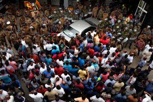 Vệ sỹ của bộ trưởng Sri Lanka nổ súng vào người biểu tình