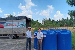 Tân Á Đại Thành kết hợp cùng Ủy ban Mặt trận Tổ Quốc tỉnh Bến Tre trao tặng hơn 200 bồn nước cho người dân huyện Châu Thành