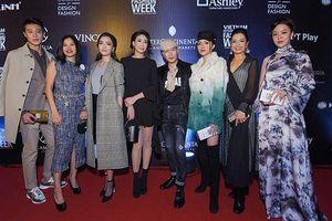 Không hẹn mà gặp, khán giả được tận mắt ngắm cả dàn hoa hậu Việt Nam và thế giới hội ngộ để 'đọ sắc'