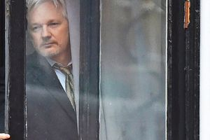 Bị Ecuador 'chối bỏ', số phận nhà sáng lập WikiLeaks sắp 'lâm nguy'?