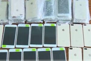 Mua 50 chiếc iPhone 8 plus ở chợ Đồng Xuân về bán kiếm lời