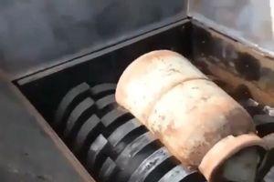 Nghiền nát bình gas cũ bằng máy