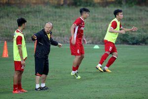 Sử dụng sơ đồ 3 hậu vệ, HLV Park Hang Seo không vội tìm người thay Văn Thanh?