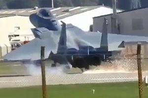 F-15 suýt vỡ vụn vì lỗi động cơ