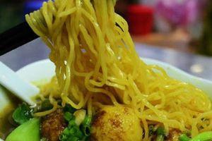 Những quán ăn có tên là lạ nhưng lại cực đông khách ở Sài Gòn