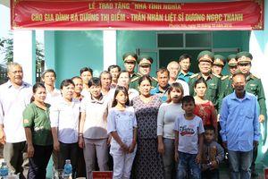 Bộ CHQS tỉnh Ninh Thuận trao nhà tình nghĩa tặng thân nhân liệt sĩ