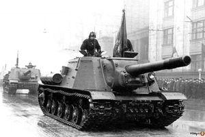 Siêu pháo tự hành ISU-152 khiến xe tăng Đức 'ôm hận' thế nào?