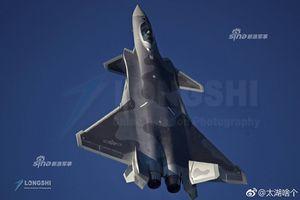 J-20 tung cánh mở màn Triển lãm Hàng không Quốc tế Chu Hải