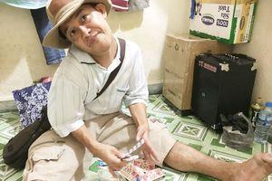 Người đàn ông tật nguyền mong có tiền chữa bệnh