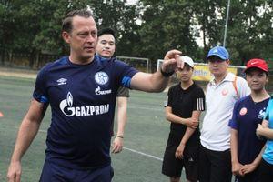 Các chuyên gia bóng đá Đức truyền đạt kĩ năng cho HLV trẻ Việt Nam