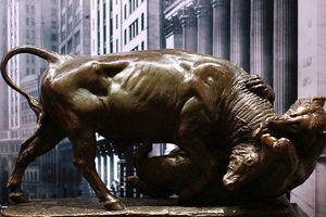 Dow Jones biến động gần 900 điểm trong phiên giao dịch trồi sụt bất thường