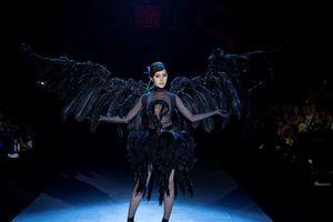 Dear MCQ: Những 'thây ma biết đi' trên sàn diễn thời trang Việt