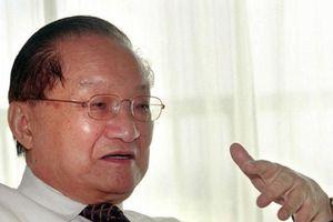 Nhà văn kiếm hiệp huyền thoại Kim Dung trút hơi thở cuối cùng ở tuổi 94