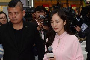 Đi sự kiện chứ không đi đám cưới bạn thân Đường Yên, Dương Mịch bị chỉ trích 'hám tiền quên bạn'