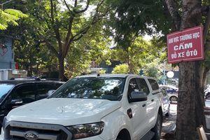 Lấn chiếm lòng đường, vỉa hè làm bãi đỗ xe tại khu đô thị Trung Hòa - Nhân Chính