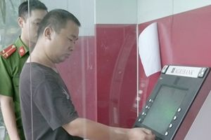 Thua bạc, đối tượng người nước ngoài sang Việt Nam dùng thẻ ATM giả rút tiền