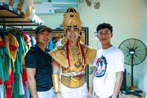 Nguyên Khang mặc trang phục 10kg hóa thân thành vua Chăm Pa