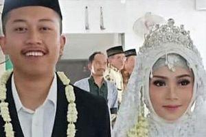 Vụ máy bay chở 189 người rơi xuống biển ở Indonesia: Cô dâu mới cưới khóc nghẹn tìm chồng