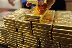 Vàng tìm đáy, USD sôi động