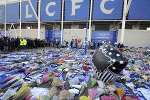 Cầu thủ Ngoại hạng Anh đeo băng tang tưởng nhớ Chủ tịch Leicester