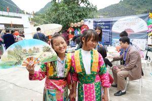 Ngày hội vui cùng làng nghề mở đầu dự án 'Sách cho em' tại Mèo Vạc