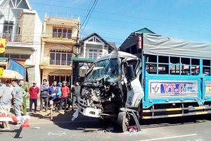 Ô tô chở 50 hành khách tông vào xe tải trên Quốc lộ 20