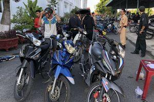 Cảnh sát Cần Thơ bắt gần 100 thanh niên đua xe trái phép trên Quốc lộ 1