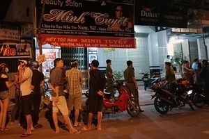 Đôi nam nữ chết bất thường trong tiệm hớt tóc ở miền Tây