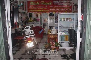 Phát hiện 2 thi thể phân hủy trong tiệm uốn tóc ở Cà Mau