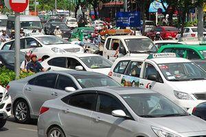 Có nên thay đổi phương thức quản lý Grab như taxi truyền thống?