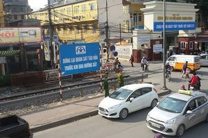 Phối hợp kiểm tra, giải tỏa trên 5.000m2 hành lang ATGT đường sắt