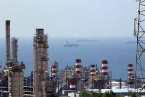Mỹ cân nhắc miễn trừng phạt một số nước mua dầu mỏ của Iran