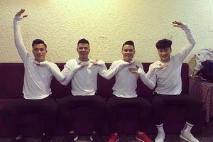 Không chỉ là người hùng trên sân cỏ, các cầu thủ U23 Việt Nam còn 'đốn tim' người hâm mộ với những điệu nhảy cực ăn ý