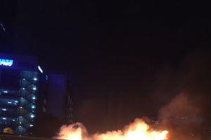 Hà Nội: Xe ô tô Mazda 3 đang chạy bất ngờ bốc cháy