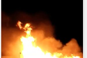 Kho thuốc xịt muỗi bốc cháy kèm hàng loạt tiếng nổ lớn