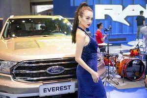 Chiêm ngưỡng người đẹp và xe Ford
