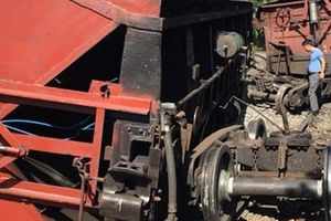 Tàu chở than bị lật ở Quảng Ninh, đường sắt ách tắc nhiều giờ