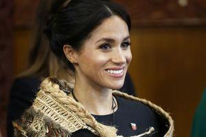 Công nương Meghan Markle lộ rõ bụng bầu 4 tháng khi thăm New Zealand