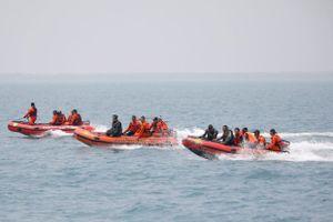 Phát hiện vật thể dài 22 m dưới đáy biển, nghi xác máy bay Indonesia gặp nạn